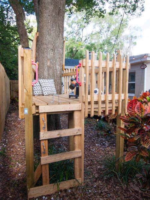 Wooden Treehouse to Look into the Distance #backyardkidsgames #diybackyardgames #decorhomeideas