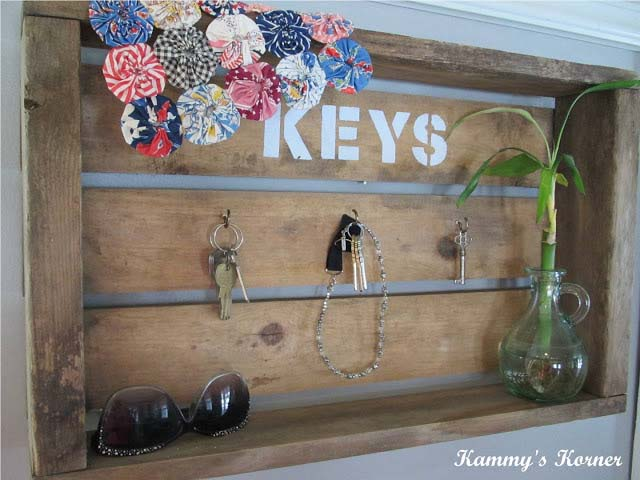 Customized and Functional Crate #diywoodcrateprojects #diywoodcrateideas #decorhomeideas