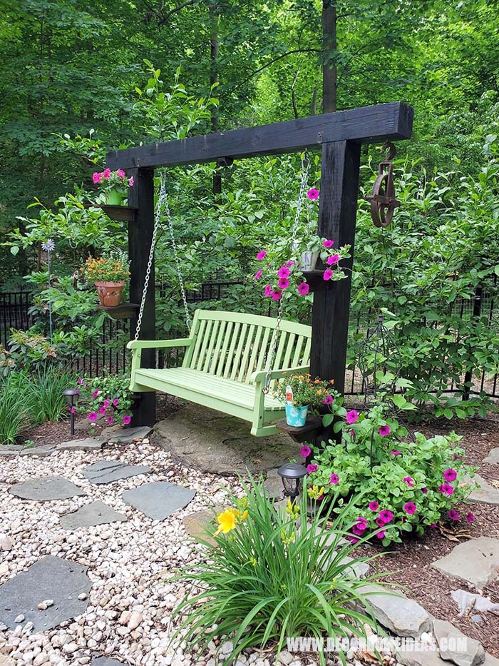 DIY Garden Swing With Shelves And Potted Plants. #decorhomeideas