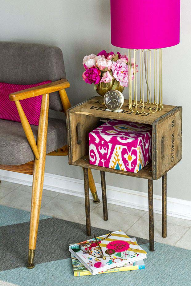 Inexpensive and Stylish Side Table #diywoodcrateprojects #diywoodcrateideas #decorhomeideas