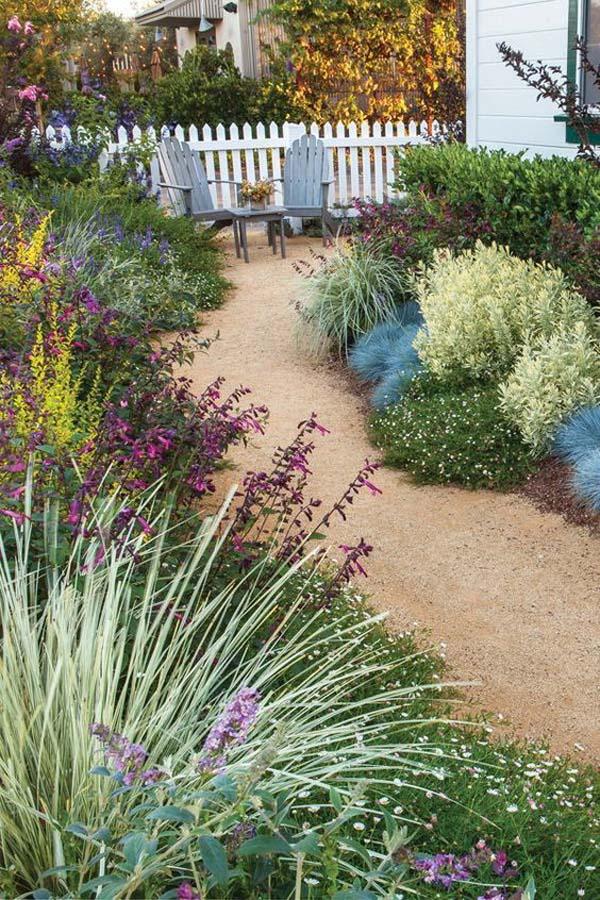 Lush Coastal Mini-Garden with Chairs #sideyard #sidegarden #decorhomeideas