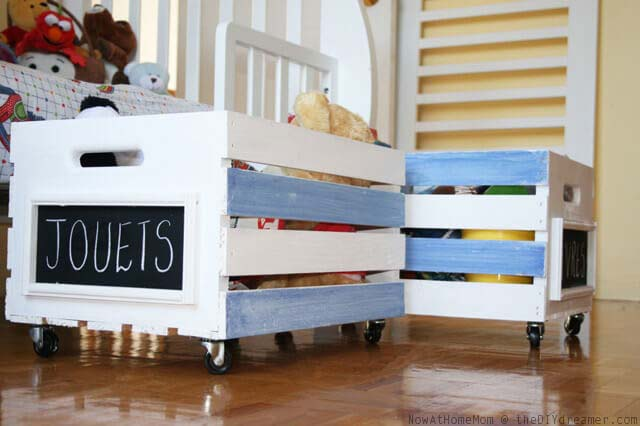 Movable Toy Bin for the Kids #diywoodcrateprojects #diywoodcrateideas #decorhomeideas