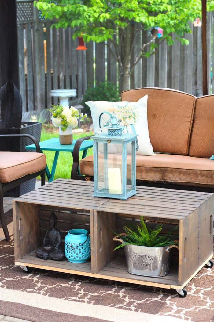 Outdoor Coffee Table with Storage Space #diywoodcrateprojects #diywoodcrateideas #decorhomeideas