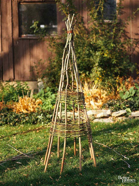 Simple DIY Willow Teepee Support #plantsupport #tomatocage #decorhomeideas