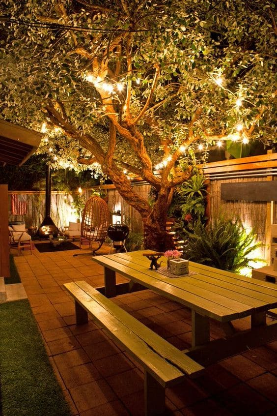 Such a Perfect Retreat for Relaxing and Entertaining! #backyard #outdoorspaces #decorhomeideas