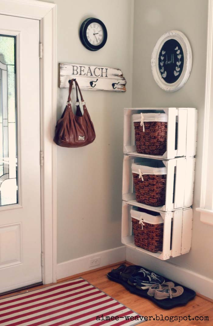 Wood Crate Stacked Entryway Shelves #diywoodcrateprojects #diywoodcrateideas #decorhomeideas