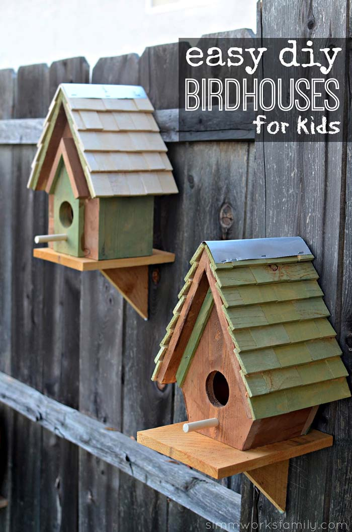 Adorable Birdhouses Hung on the Fence #gardenfencedecoration #decorhomeideas