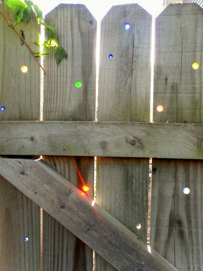 Fill in Fence Holes with Glass Gems #gardenfencedecoration #decorhomeideas