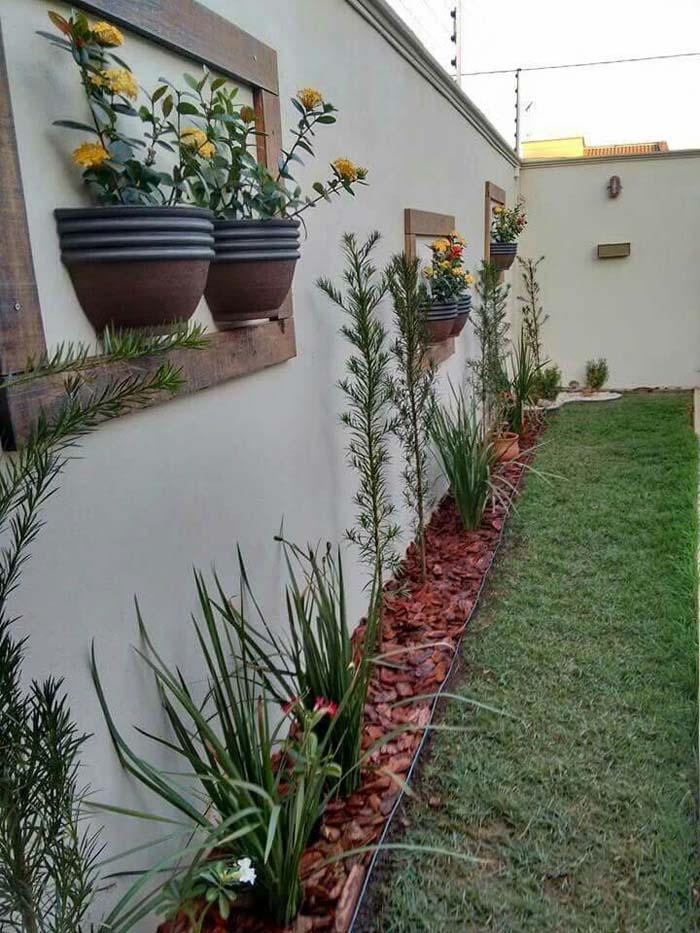 Half Planters Hung in Frames on the Fence #gardenfencedecoration #decorhomeideas