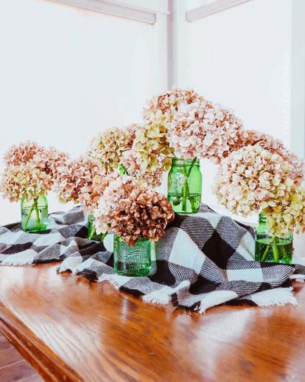 Large and Dry Blooming Hydrangeas #flowerarrangementsideas #flowerarrangement #decorhomeideas