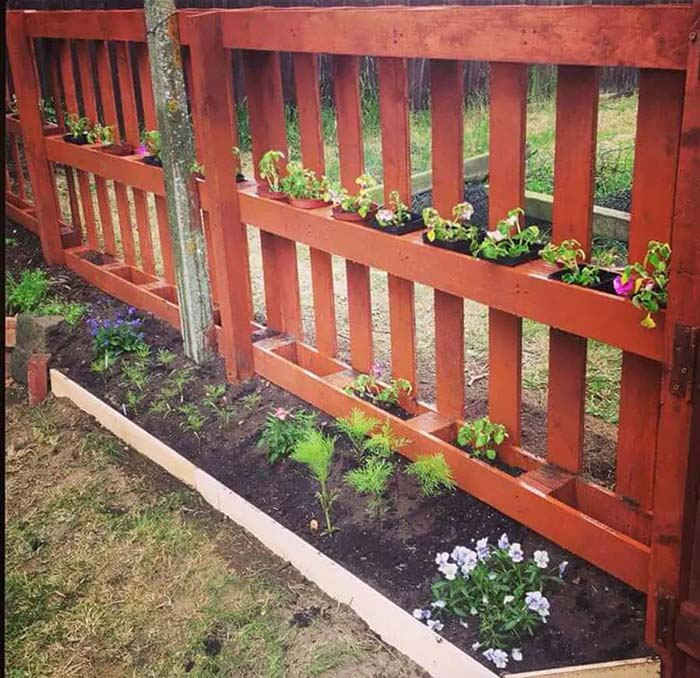Pallet Fence With Flowers
