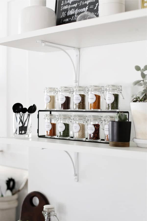 Spice Rack With Printable Labels #spicerackideas #decorhomeideas