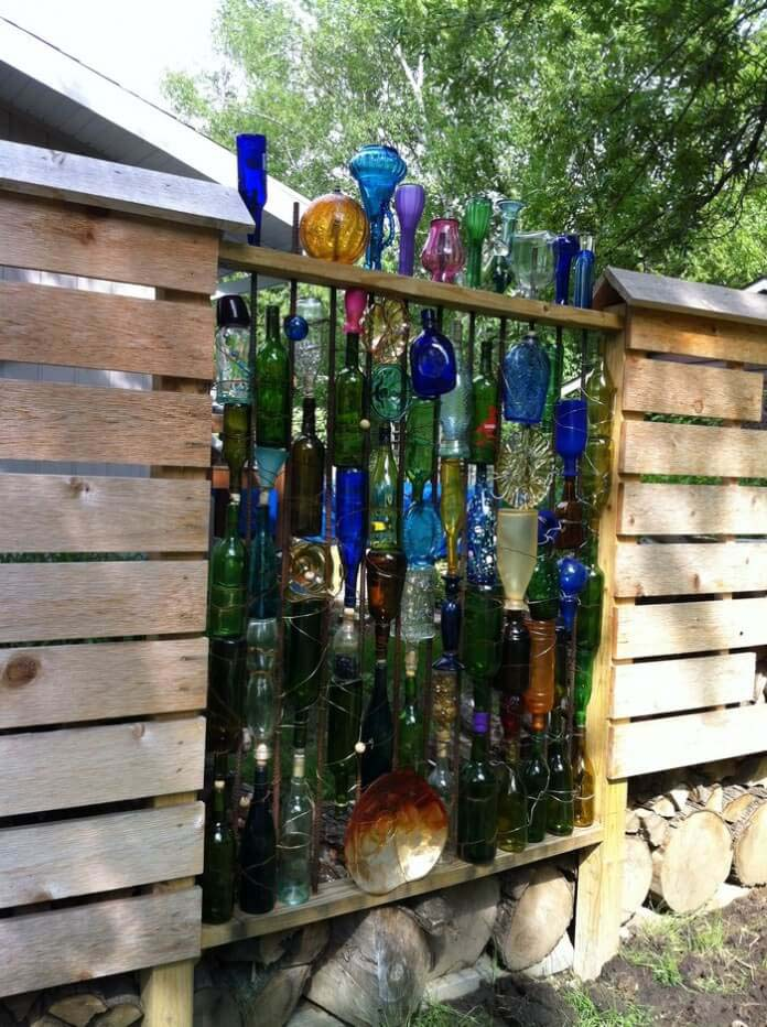 Upcycled Bottle Fence for the Garden #gardenfencedecoration #decorhomeideas