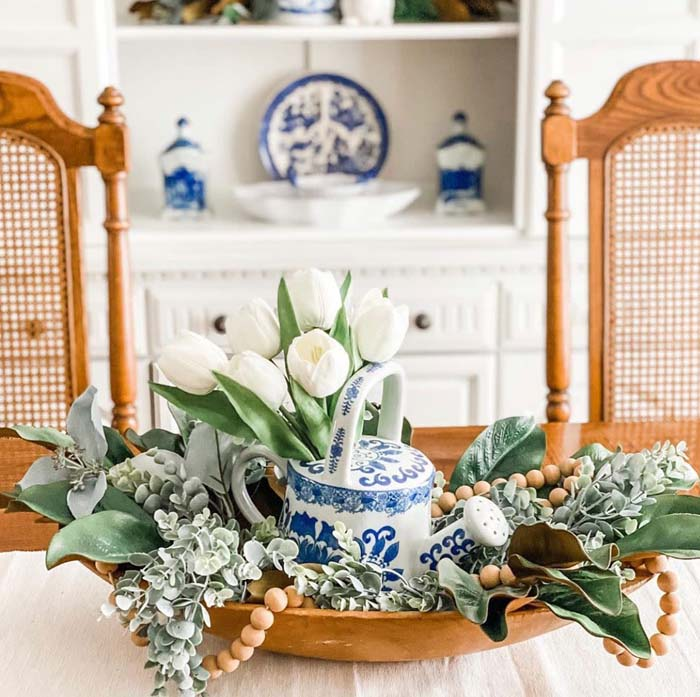 Blue and White China with Greenery #diningtablecenterpiece #decorhomeideas