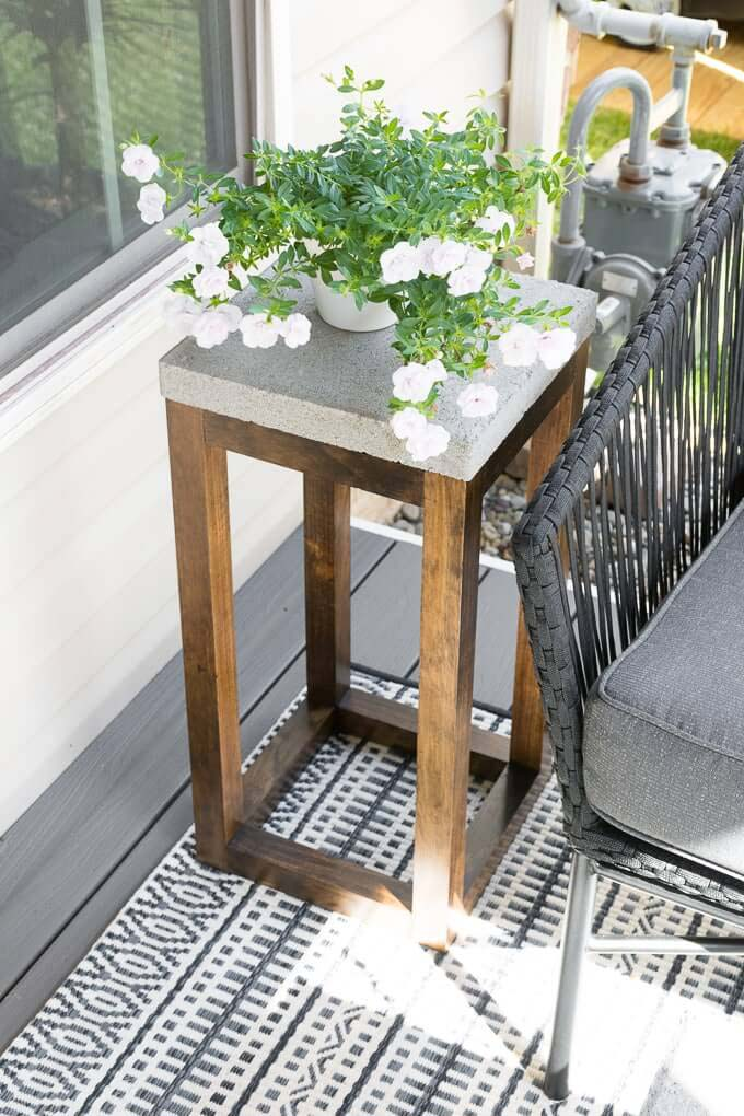 Build Your Own Outdoor Tables with Concrete Pavers #diycementprojects #decorhomeideas
