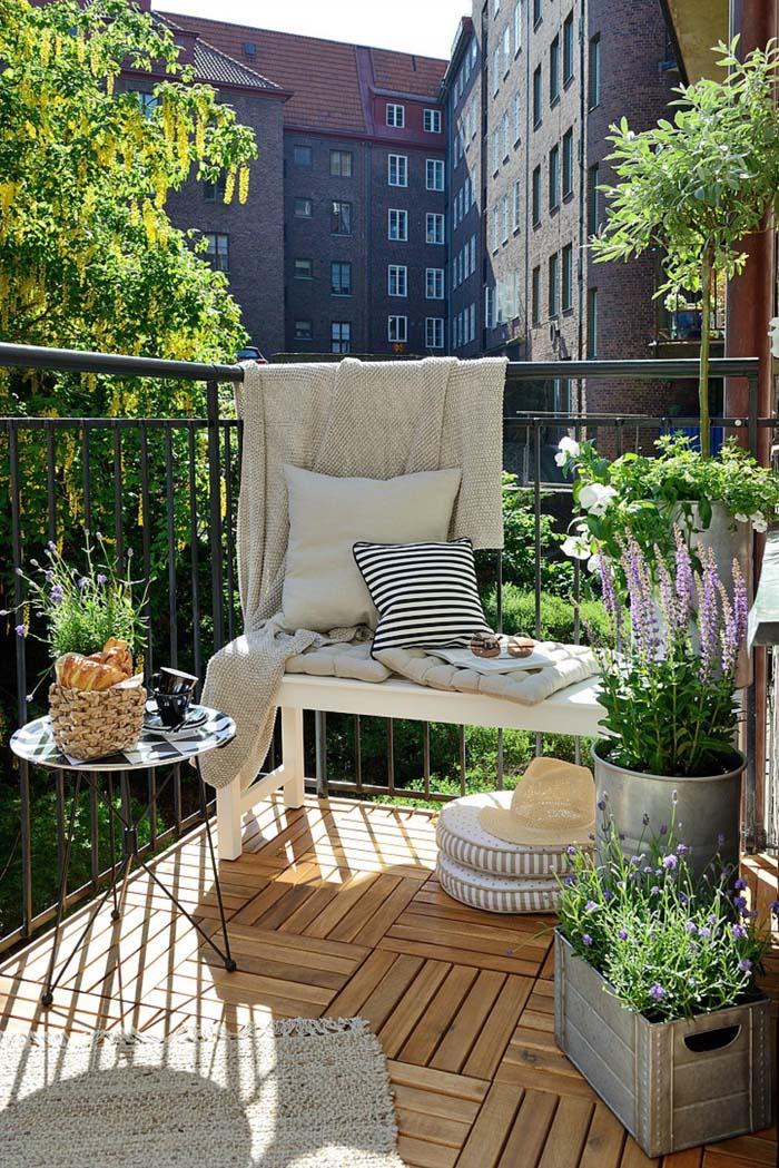 Deck Balcony #balconygarden #decorhomeideas