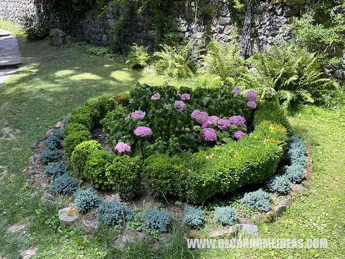 Round Flower Bed With Hydrangeas