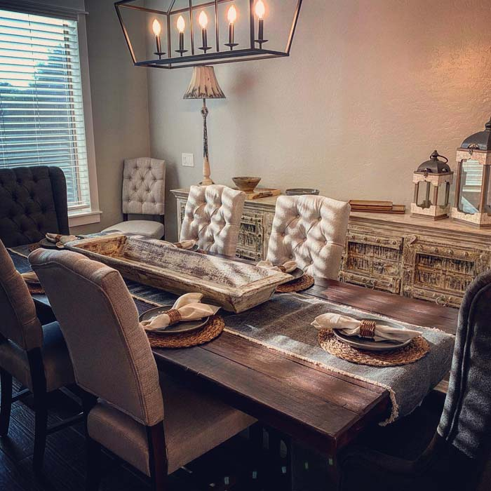 Rustic and Chic Wooden Tray #diningtablecenterpiece #decorhomeideas