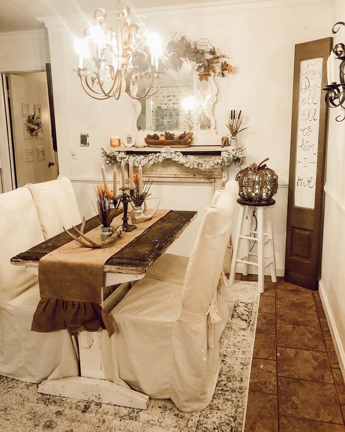 Rustic Centerpiece with Antlers and Candles #diningtablecenterpiece #decorhomeideas