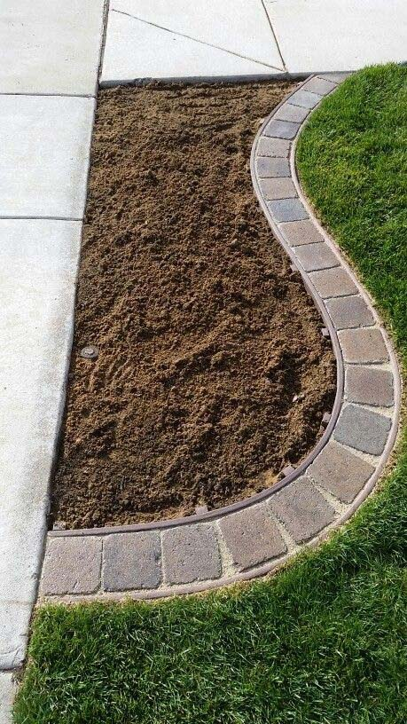 Square Pavers in a Curved Channel #gardenedgingideas #decorhomeideas