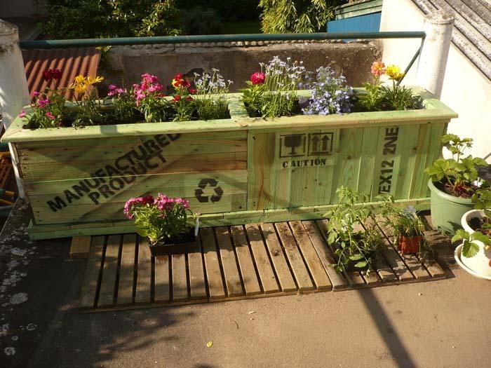 Upcycled Garden #balconygarden #decorhomeideas