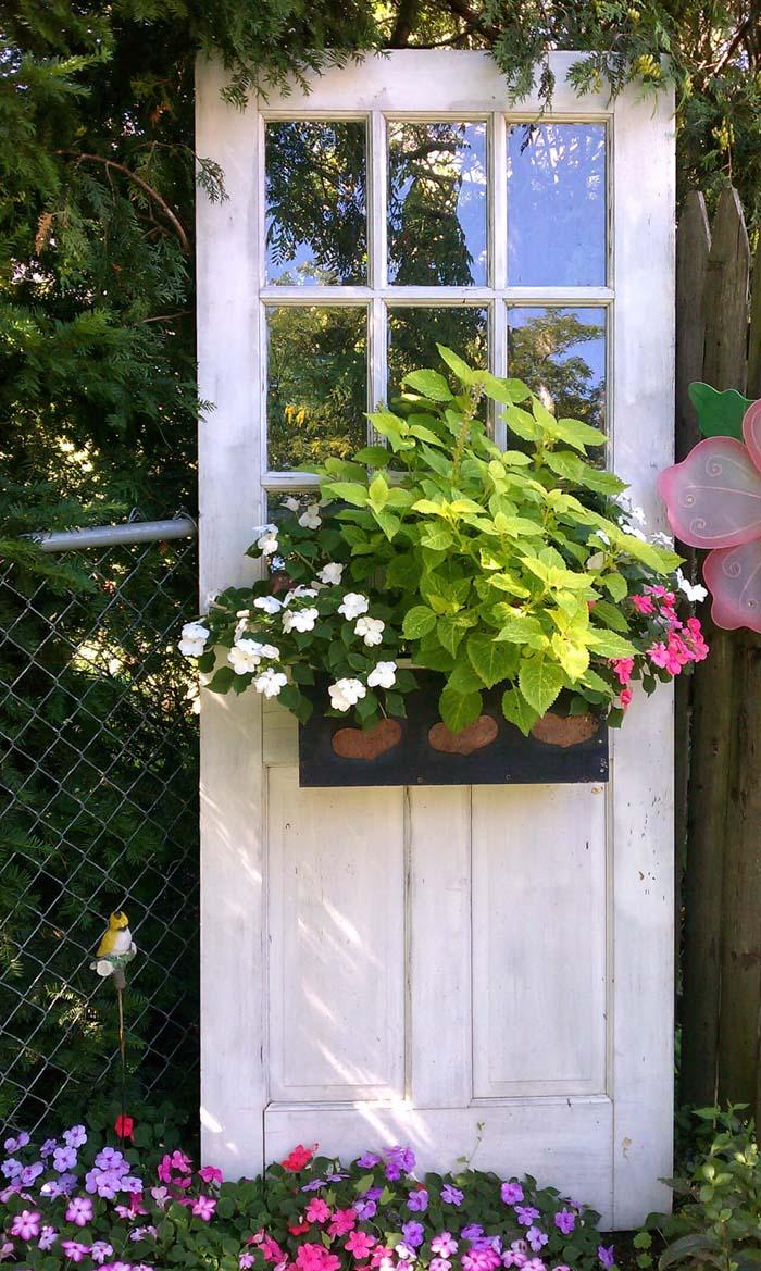 Freestanding Garden Door Window Box #repurpose #olddoors #decorhomeideas