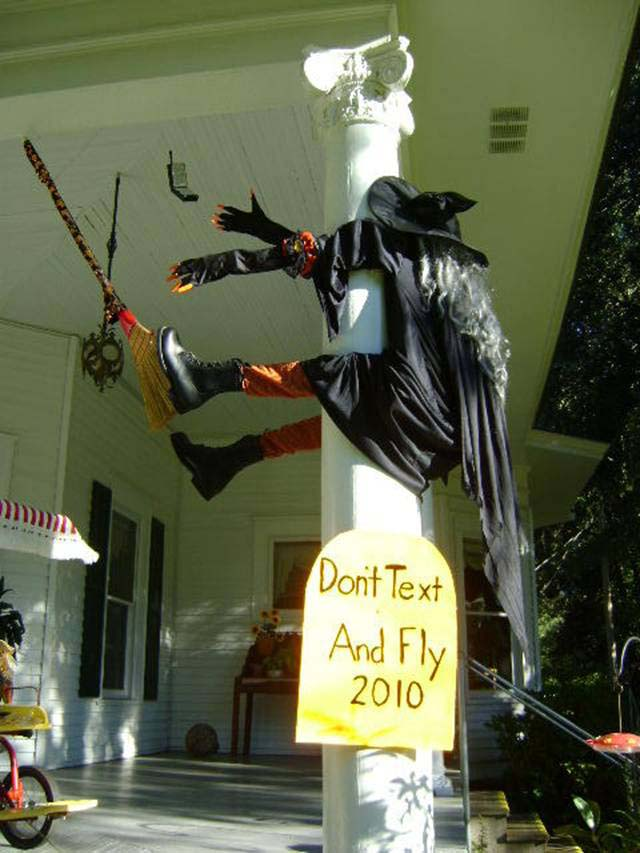 33. Nothing Like Humor to Attract Visitors #frontporch #halloween #decorhomeideas