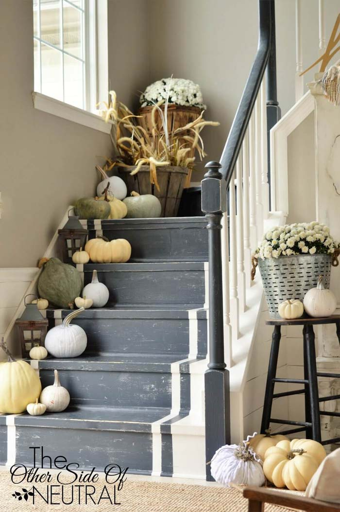 24. Organic Decorations on the Stairs #rusticfall #decorhomeideas