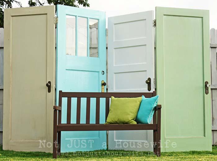 Outdoor Privacy Screen Using Old Doors #repurpose #olddoors #decorhomeideas
