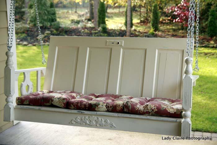 Porch Swing Made from Old Door #repurpose #olddoors #decorhomeideas