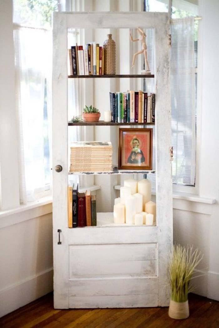 Repurposed Old Door Becomes Airy Ladder Bookcase #repurpose #olddoors #decorhomeideas