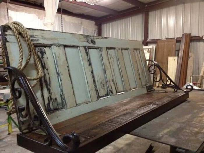 Six Panel Closet Door Becomes Relaxing Garden Bench #repurpose #olddoors #decorhomeideas