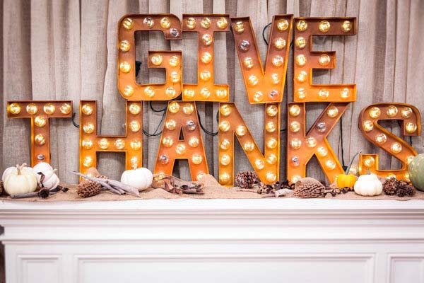 8. Marquee-style Mantle with Working Lights #thanksgiving #sign #decorhomeideas