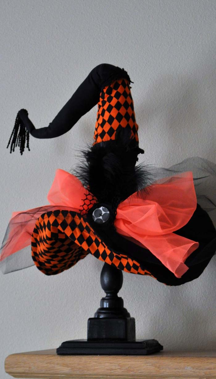 22. Table Top Witch Hat Stand #halloween #decor #decorhomeideas